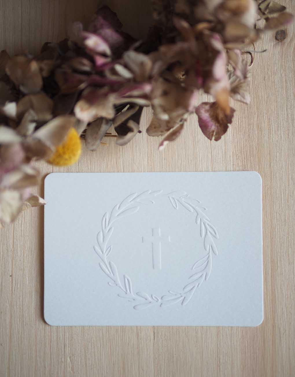 Mini carte Croix gaufrage blanc - ©Catho Rétro